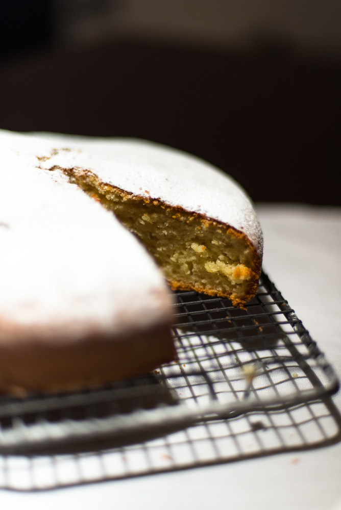 Ciambellone: Italian sponge cake with yoghurt