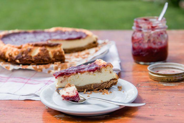 Baked Cheesecake with Wild Strawberry Jam | Recipe by Mondomulia