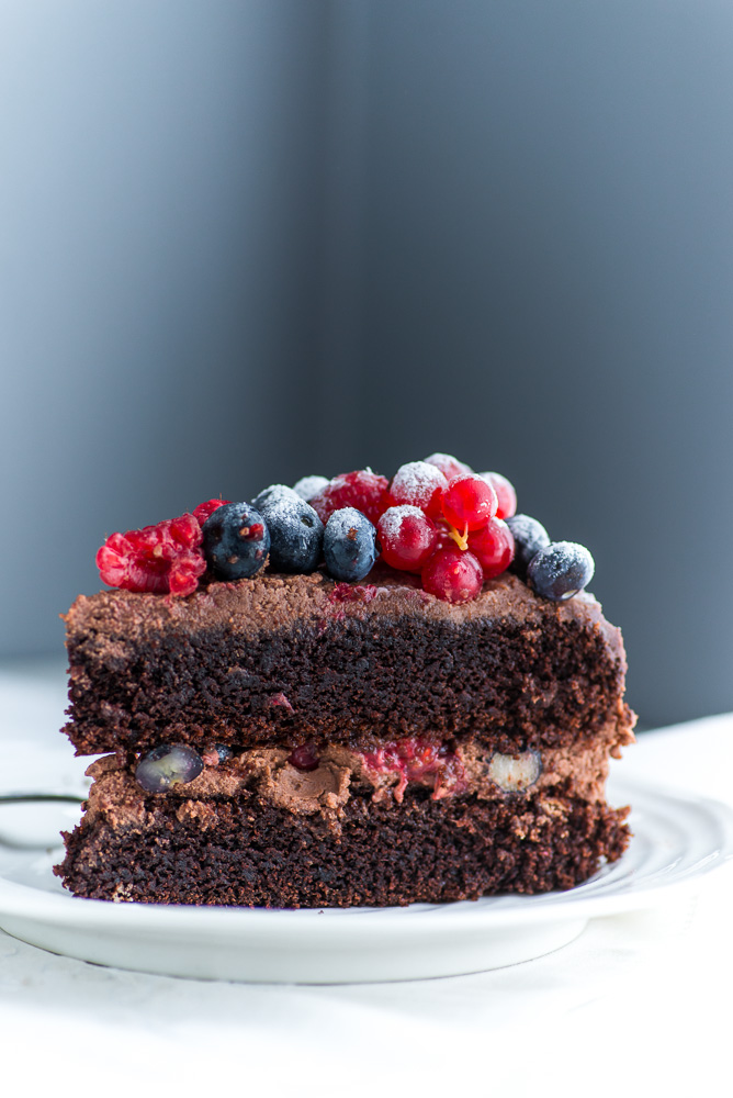Chocolate-Berries-Birthday-Cake--8