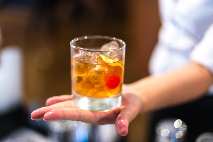 How to make a Old Fashioned cocktail