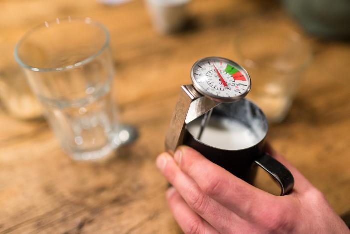Artisan-School-Latte-Art-2