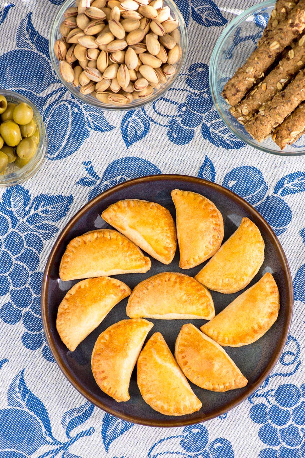 Tiropitakia-Greek-Cheese-Pies-2