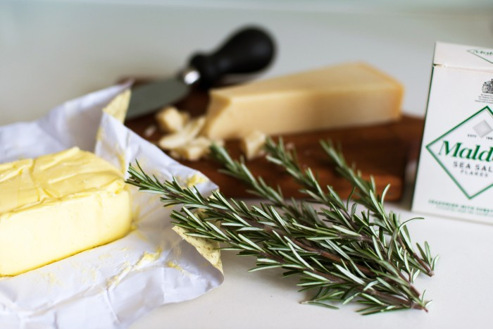 Parmesan-Rosemary-Crackers-1