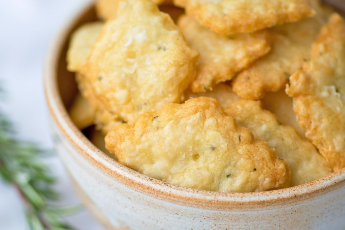 Parmesan-Rosemary-Crackers-10