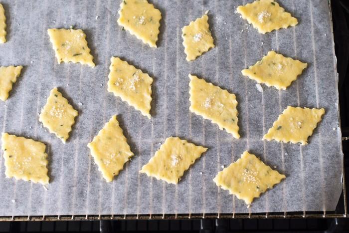 Parmesan-Rosemary-Crackers-5