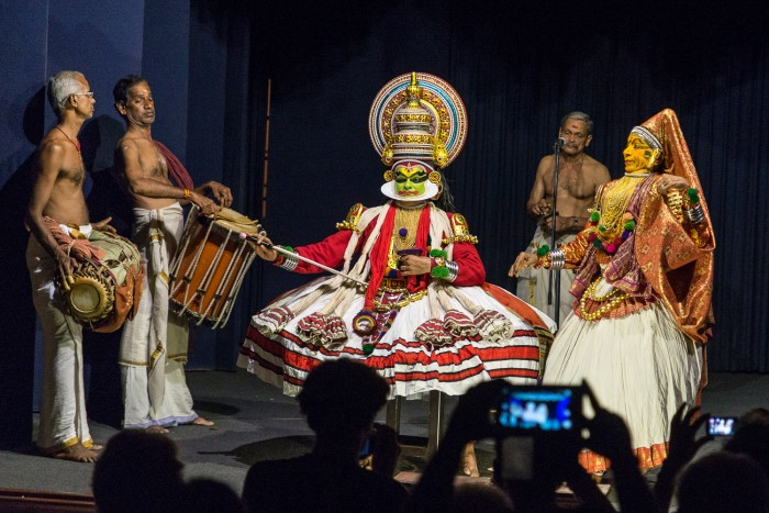 A traditional Kathakali performance in Fort Kochi | Five Epic Things To Do in Kerala #mondomulia