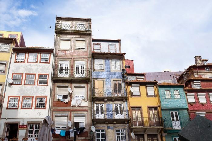 buildings-ribeira-porto-portugal