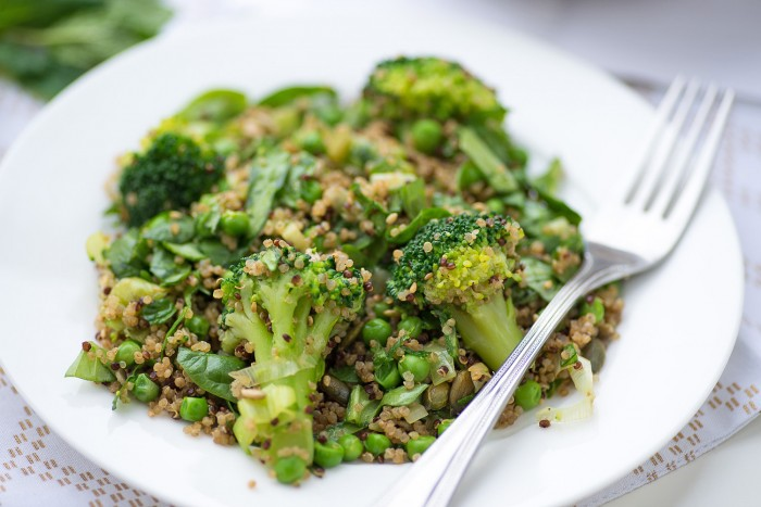 Supergreen Quinoa Salad with broccoli, peas, leeks, spinach, basil and mint. Perfect to serve with feta cheese or mozzarella. Recipe by Anna Jones, A Modern Way to Eat. Photography by Mondomulia.