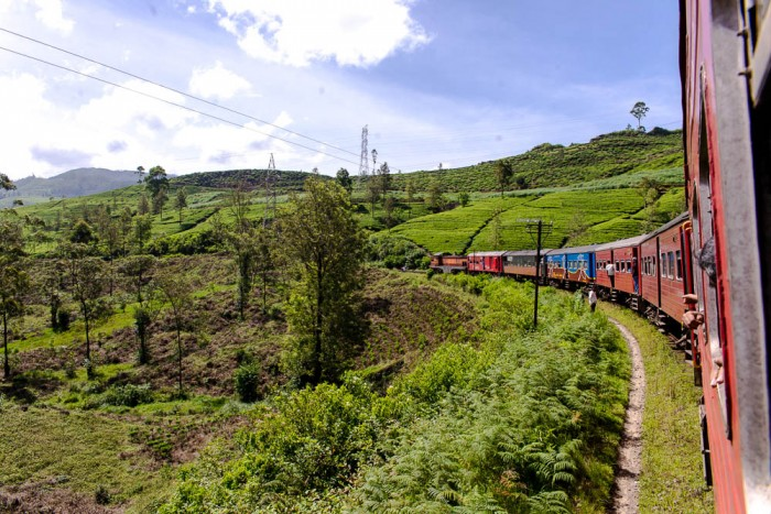Travelling by train through the hill country in Sri Lanka (from Ella to Nuwara Eliya)