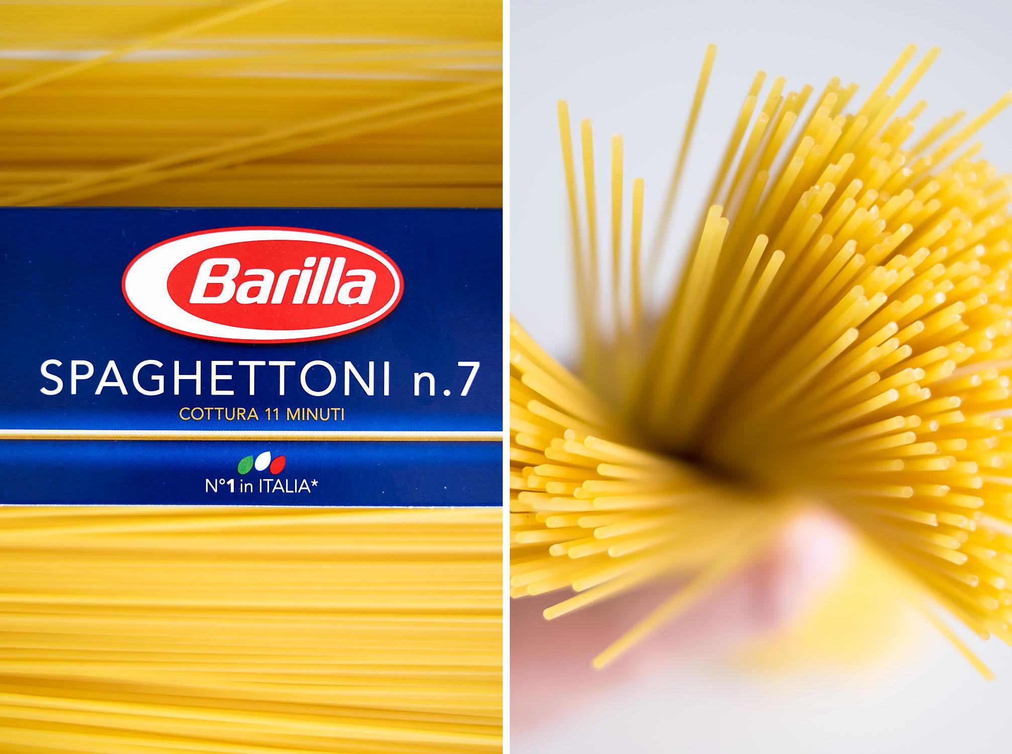 Spaghetti Barilla with Rocket and Walnut Pesto Sauce {recipe and photography by Mondomulia}