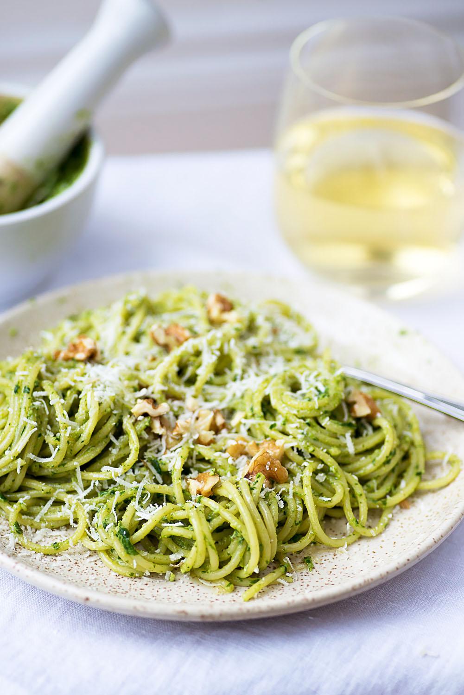 """Spaghetti Barilla with Rocket and Walnut Pesto <div class=""""hrecipe jetpack-recipe"""" itemscope itemtype=""""https://schema.org/Recipe""""><div class=""""jetpack-recipe-content""""></div></div>"""