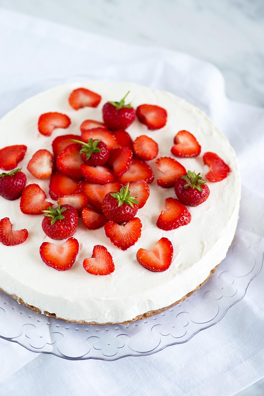 No Bake Greek Yoghurt Cheesecake with Strawberry Coulis