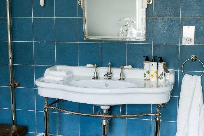 Bathroom - Artist Residence, Pimlico, London