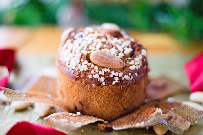 Mini Panettone Christmas Cakes {Martha Stewart recipe - photography by Mondomulia}