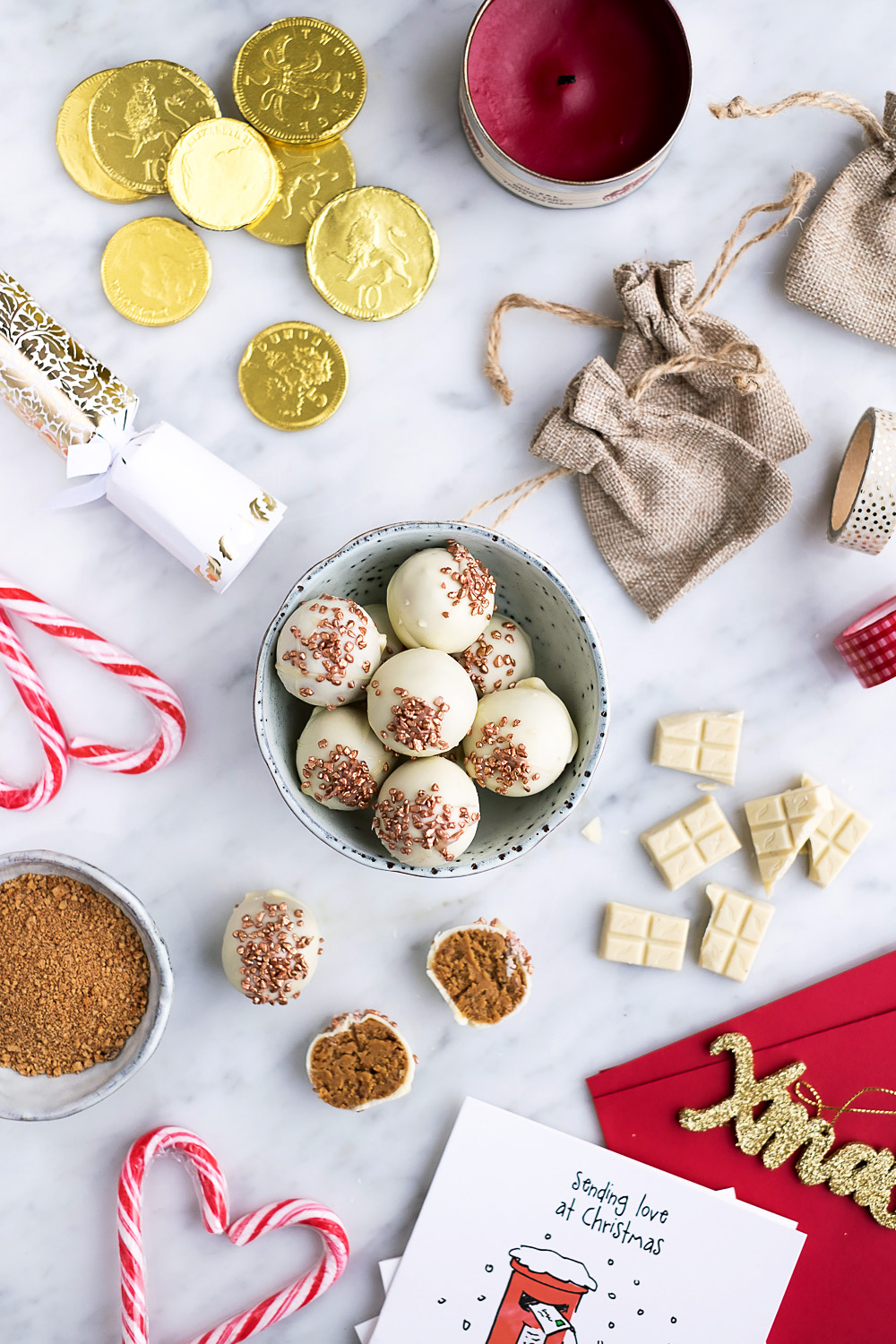 Speculoos and White Chocolate Truffles Recipe - Perfect for Christmas! (photography by Mondomulia)