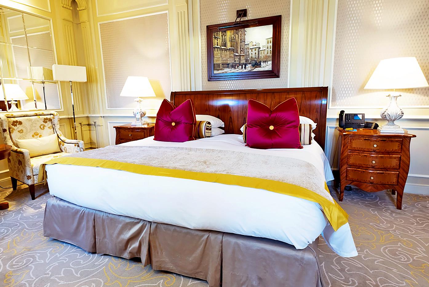 Five star dorchester collection principe di savoia hotel for Hotel milan