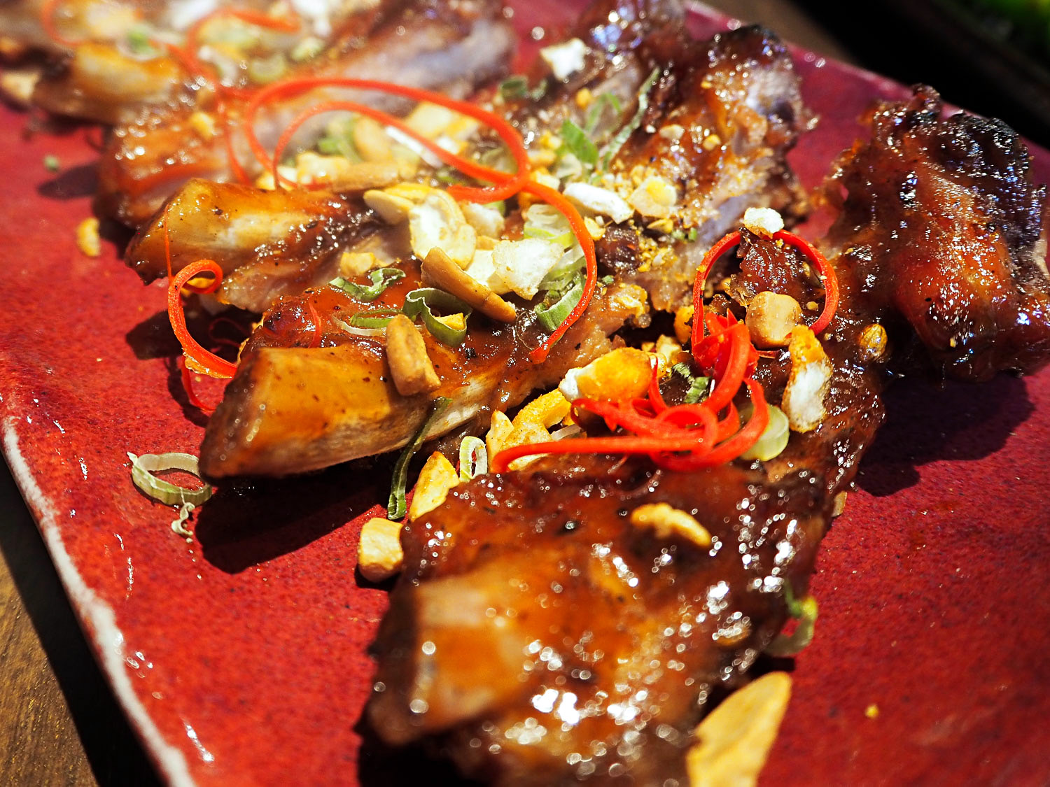 """Bottomless brunch menus: how do you feel about that? I have tried several in London and abroad over the years, but I can't decide whether I like the idea or not.A set menufeaturing signature dishes and bottomless drinks is definitelyanaffordable way to try a new restaurant. One thing I knowfor sure: I love Peruvian cuisine! So I recently asked Mondomulia's guest blogger Adrienne (<a href=""""https://www.instagram.com/fungry.nomad"""">@fungry.nomad</a>) to visitCOYA Mayfair, London's first Peruvian restaurant that opened in 2012, and review their brand new bottomless brunch menu. Read on to discover what she loved (and what she didn't love) about the Mayfair restaurant.  Last month, I had the chance to check out <a href=""""http://www.coyarestaurant.com/mayfair/about"""">COYA Mayfair</a>new bottomless brunch menu with a friend. Coya, one of London's hottest restaurants in the trendy neighbourhood of Mayfair, serves upscale Latin American fare with a contemporary edge.Led by Head Chef Sanjay Dwivedi (previously at high end Indian restaurant Zaika in Kensington), Coya's food marries tradition with refined elegance. For those looking for a swanky party brunch in London complete with a live DJ, Coya's new weekend brunch offering won't disappoint. Before being seated at our table, we had the pleasure of trying some of Coya's signature cocktails from their Pisco Lounge bar. The bar is decorated with a gorgeous display of fresh produce, transporting us from London to Peru. We tried the <em>Pisco Royale</em> cocktail. Priced at £15, it should not have surprised us that it would be topped with gold flakes. While not only visually stunning, the cocktail was in fact delicious - not too sweet and with just the right touch of citrus, a great way to whet our appetites before a decadent brunch. <img class=""""alignnone wp-image-16252"""" title=""""Peruvian Saturday Brunch with Bottomless Pisco Sour Drinks at COYA Mayfair in London"""" src=""""http://mondomulia.com/wp-content/uploads/2017/04/Peruvian-Brunch-C"""