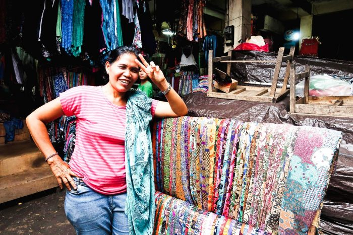 Woman selling Sarongs in Ubud Market | Moving to Bali, Indonesia: My First Week in Ubud