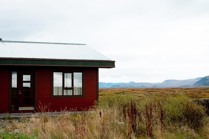 Langá Lodge, a modern fishing cabin beautifully situated on the Langa river, a short drive from the town of Borgarnes