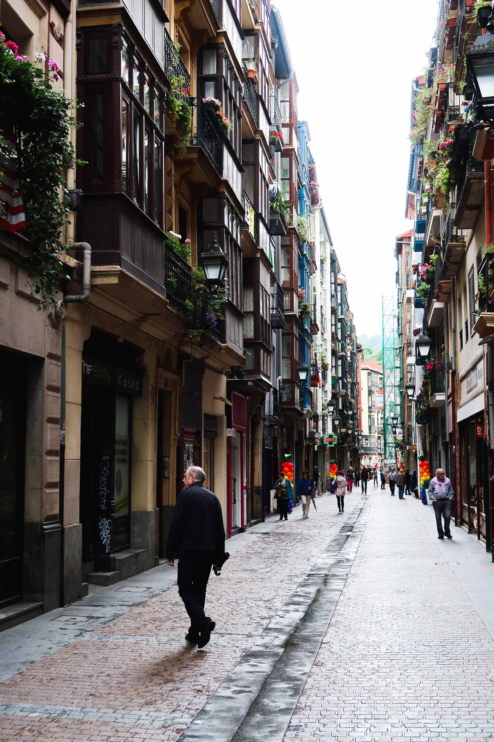 Casco Viejo, Old Town | A Guide to The Best Pintxos Bars in Bilbao | Mondomulia