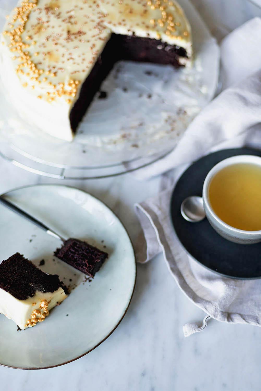 Chocolate Guinness Cake with Cream Cheese Frosting | Recipe by Nigella | Mondomulia.com