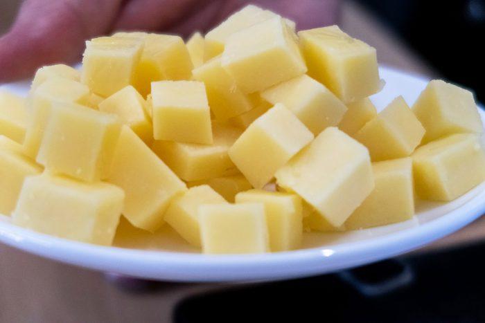 The Cheddar Gorge Cheese Company mellow cheddar cheese | Mondomulia