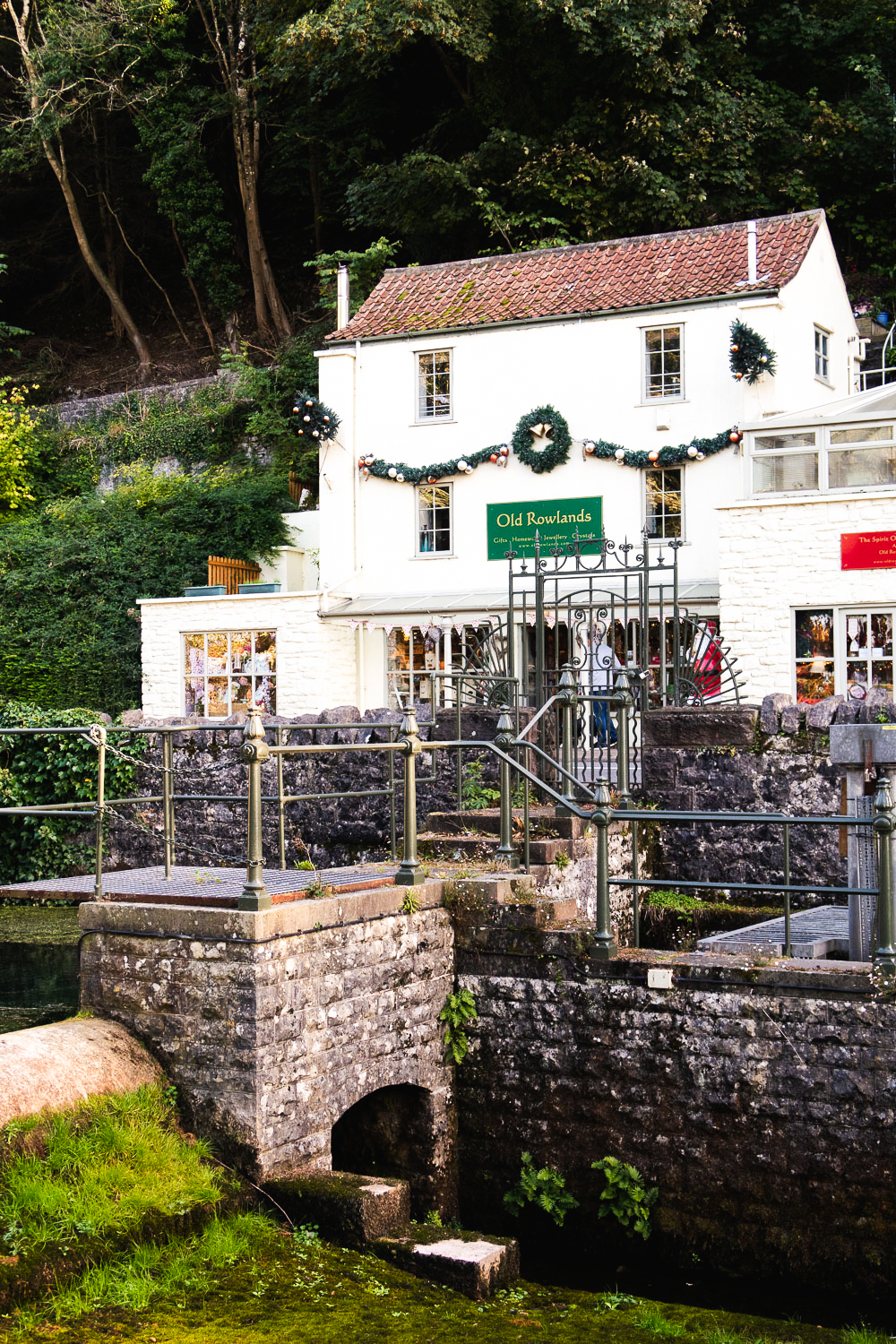 The village of Cheddar Gorge in Somerset, England is where the famous cheese comes from | A Day in Cheddar with The Cheddar Gorge Cheese Company | Mondomulia