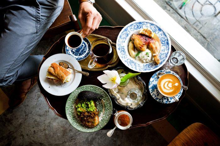 Alex & Beth Café in the old town of Bangkok, Thailand | Mondomulia