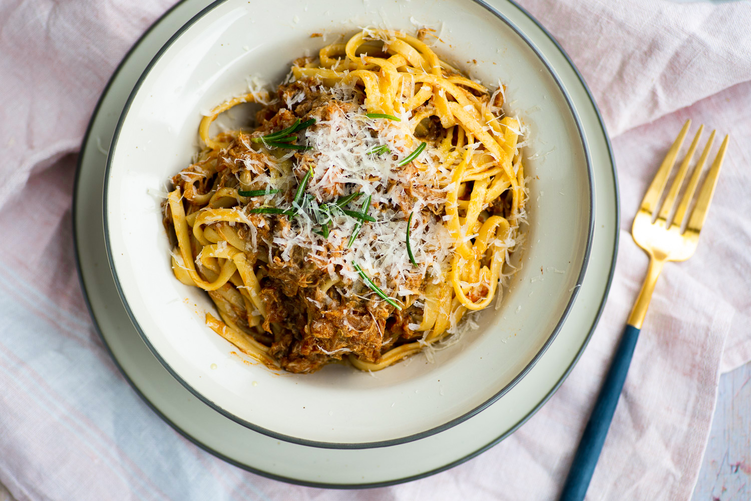Linguine pasta with slow cooked chicken tomato sauce