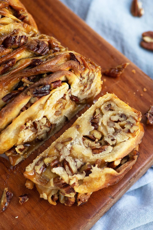 Maple Caramel Pecan Sticky Babka Cake | Mondomulia