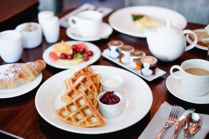 Breakfast at The Hyde Bar at Roseate House London, a luxury boutique hotel with 48 rooms and suites across three connecting Grade-II townhouses in Westbourne Terrace | Mondomulia