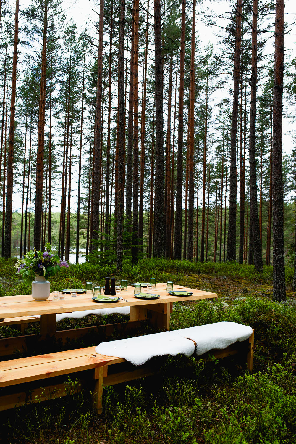 The Edible Country table, a lunch in the forest concept launched by Visit Sweden #mondomulia