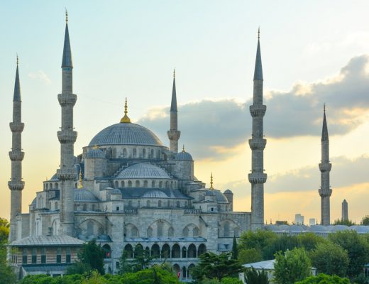 Süleymaniye Mosque built on top of the third hill of historical Istanbul is one of the biggest mosques of the city | How to spend the perfect day in Istanbul | Mondomulia