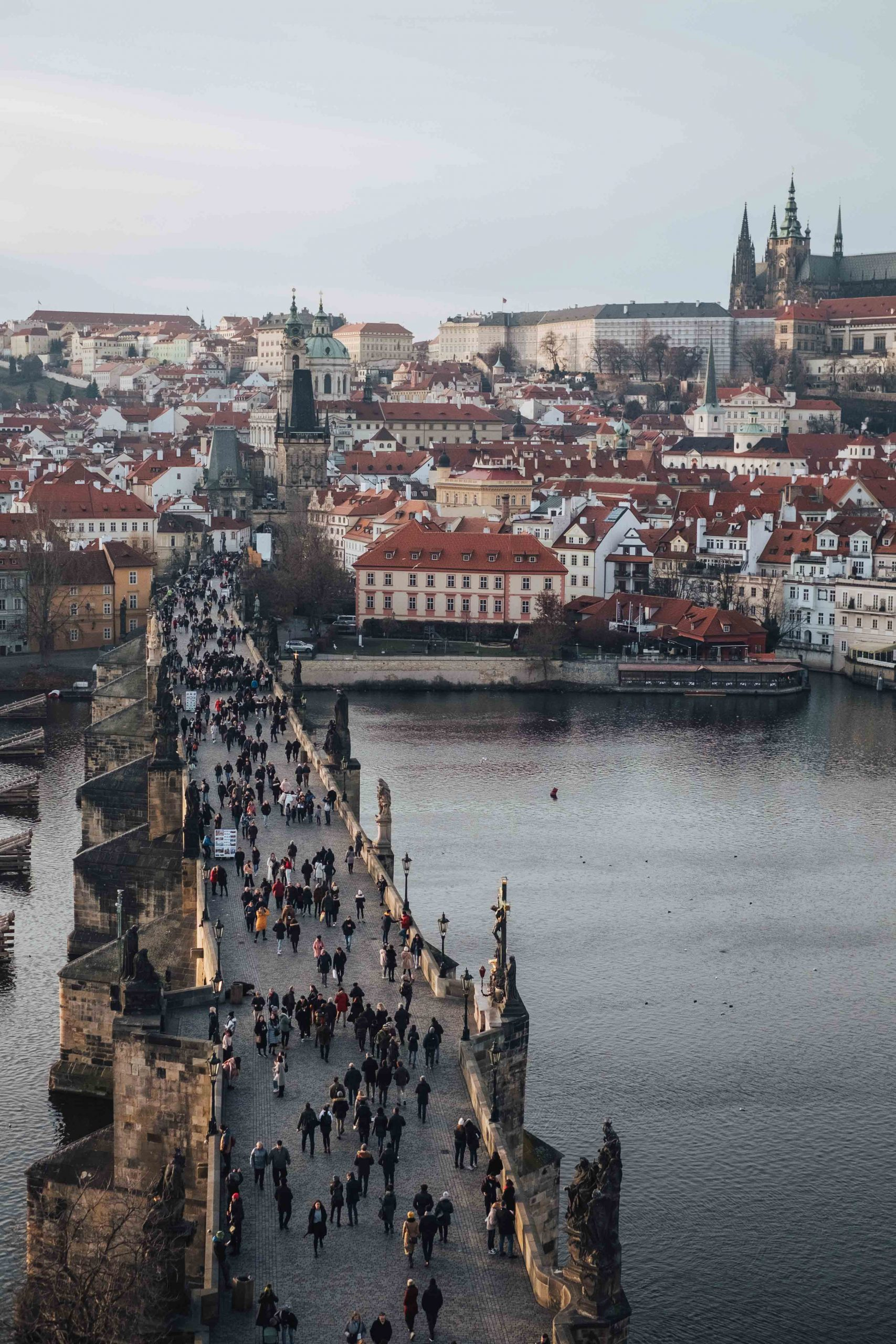 The old Charles Bridge, a symbol of Prague, with at the back the Malá Strana neighbourhood, Prague's Castle and St. Vitus Cathedral | Mondomulia