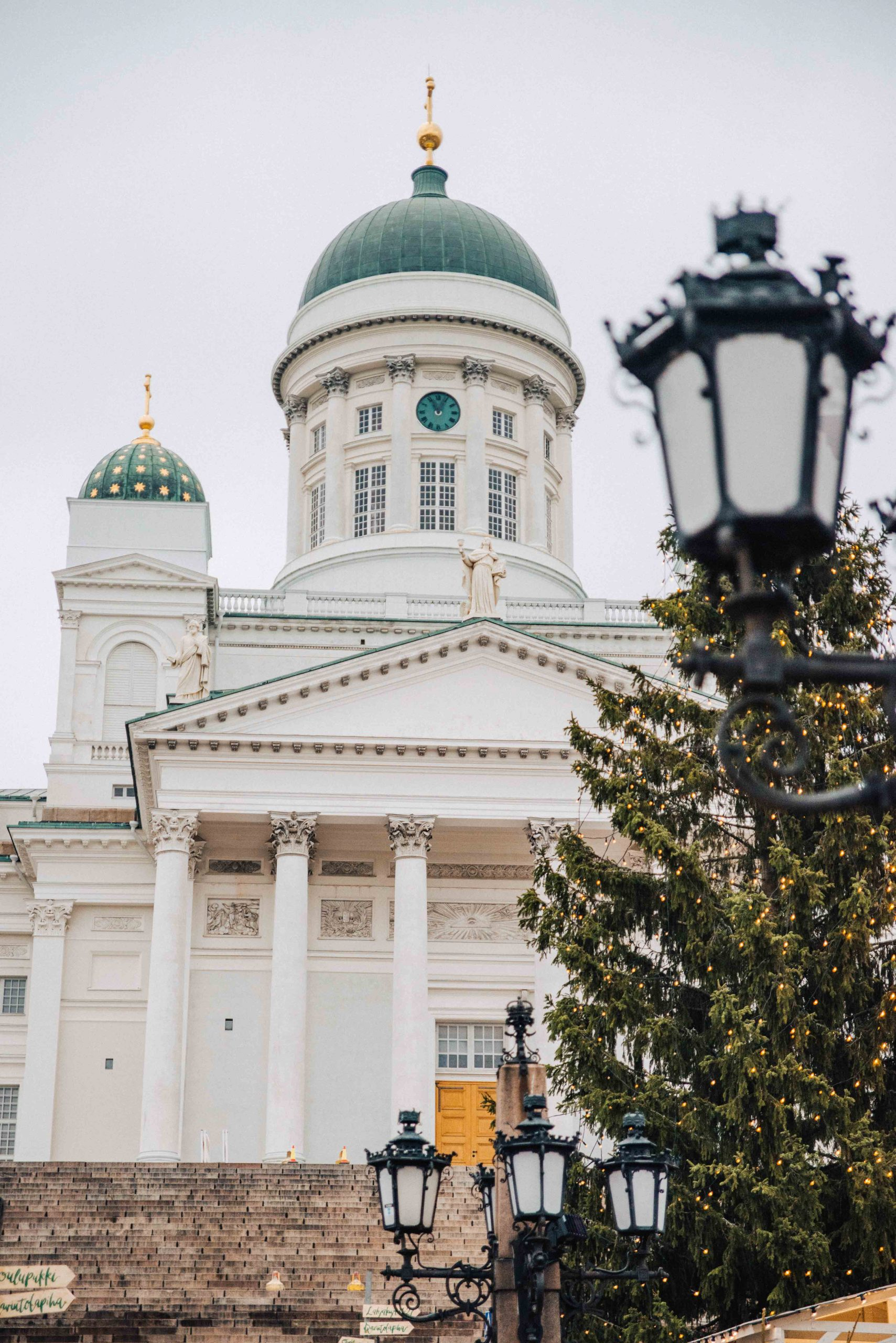 The Helsinki Cathedral stands tall above Senate Square | What to do in Helsinki in winter by Mondomulia