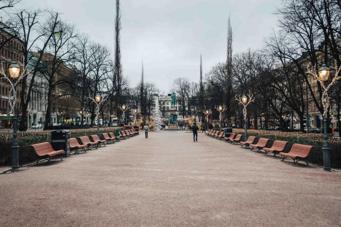 The Esplanadi garden in the heart of Helsinki decorated with Christmas lights | What to do in Helsinki in winter by Mondomulia
