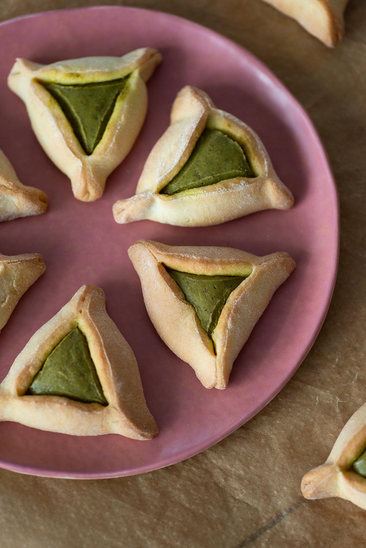 Jewish Hamantaschen Cookies with Pistachio Butter | Mondomulia