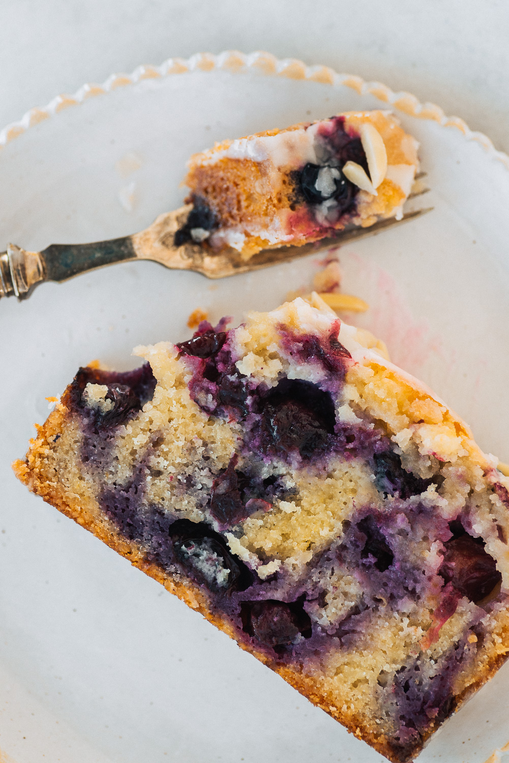 Blueberry, Almond and Lemon Cake from Yotam Ottolenghi's cookbook SIMPLE | Mondomulia