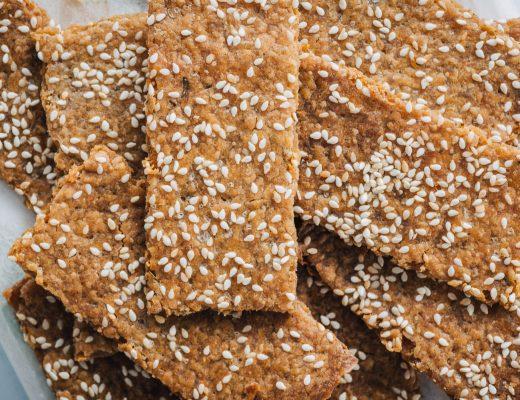 Sourdough discard crackers with sesame and herbs   Mondomulia