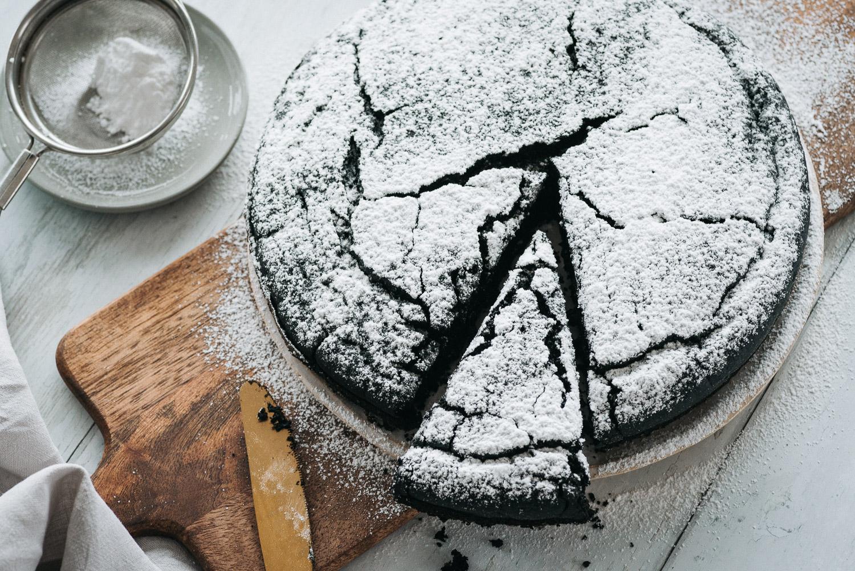 Vegan Dark Chocolate Cake - Eggless and Dairy Free | Mondomulia