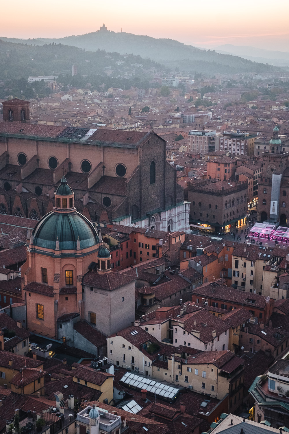 Bologna at sunset, as seen from the top of the Asinelli Tower | Six Beautiful Places you Must Visit in Emilia Romagna | Mondomulia