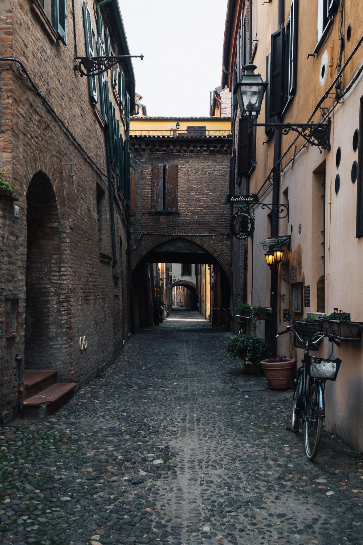 Via delle Volte, Ferrara | Six Beautiful Towns you Must Visit in Emilia Romagna | Mondomulia