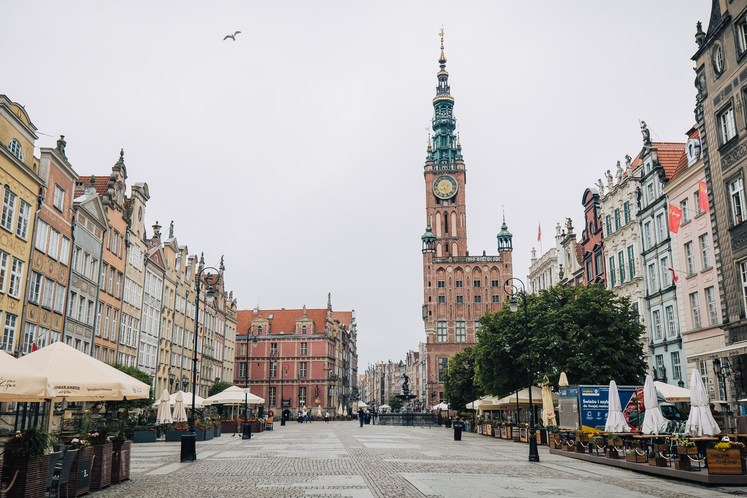 Długi Targ (The Long Market) with the 15th-century Town Hall and the Neptune's Fountain | Gdańsk, Poland