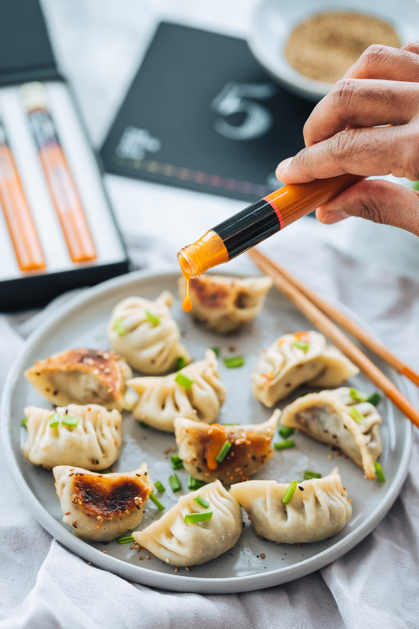 Homemade Vegetable Potstickers with red cabbage, mushrooms, garlic and ginger #mondomulia | Chilli No. 5 organic sauces are packed with superfoods