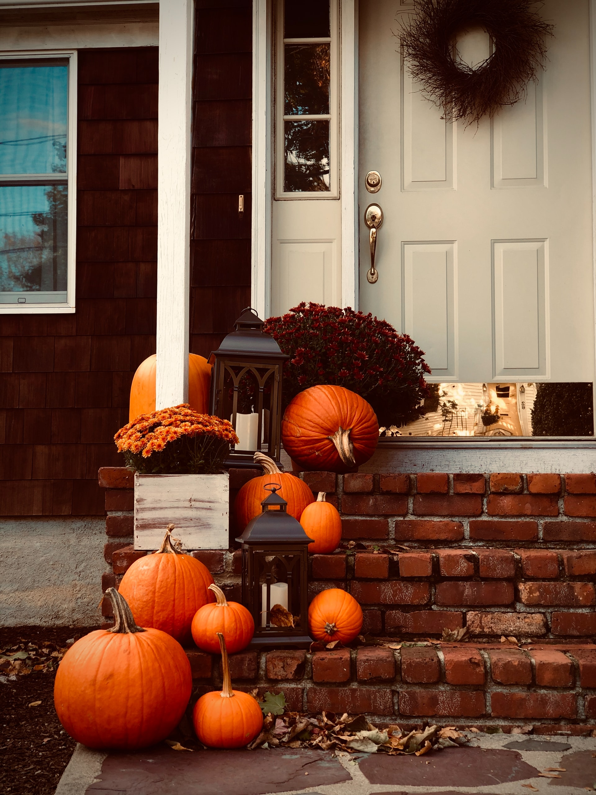 Halloween house decorations with pumpkins